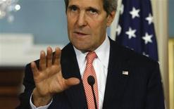 وزير الخارجية الامريكي جون كيري يتحدث في مؤتمر صحفي في واشنطن يوم الاثنين. رويترز