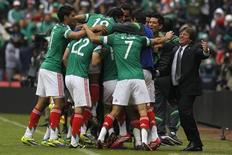 Mexico's coach Miguel Herrera (R) celebrates a goal with his players during their 2014 World Cup qualifying playoff first leg soccer match against New Zealand at Azteca stadium in Mexico City November 13, 2013. REUTERS/Edgard Garrido