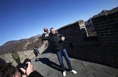 National Football League (NFL) Hall of Famer and former quarterback Joe Montana throws a football on the Mutianyu section of the Great Wall of China, in Beijing, November 18, 2013. REUTERS/Barry Huang