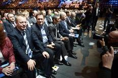 Les actionnaires de Nokia ont approuvé mardi à une très large majorité la vente des activités de téléphones portables du groupe à Microsoft, qui signe la fin d'une époque pour le groupe finlandais, ex-numéro un mondial des mobiles. /Photo prise le 19 novembre 2013/REUTERS/Antti Aimo-Koivisto/Lehtikuva