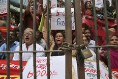Activists of different garment workers' organizations shout slogans for a pay raise in front of the office of Bangladesh's official wage board, in Dhaka November 4, 2013.REUTERS/Stringer