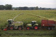 Ce sont les agriculteurs français les plus choyés par les subventions européennes qui ont manifesté jeudi contre la réforme de la Politique agricole commune (Pac), que François Hollande entend réorienter vers les éleveurs en difficulté. /Photo prise le 3 octobre 2013/REUTERS/Stéphane Mahé
