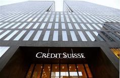 Una oficina de Credit Suisse en Zúrich, oct 24 2014. Credit Suisse dijo el jueves que estará estableciendo una subsidiaria suiza para mediados de 2015, una iniciativa que podría facilitar la partición del banco en caso de una crisis severa. REUTERS/Arnd Wiegmann