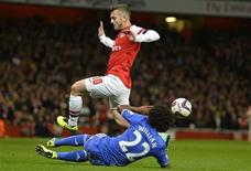 Arsenal's Jack Wilshere (top) is challenged by Chelsea's Willian during their English League Cup fourth round soccer match at Emirates Stadium in London, October 29, 2013. REUTERS/Toby Melville