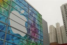 Apple a acquis la start-up israélienne PrimeSense, une société spécialisée dans des capteurs de vision en trois dimensions. Cette technologie a notamment été utilisée par Microsoft pour mettre au point le Kinect, le capteur de mouvements de sa console de jeu Xbox. /Photo prise le 22 octobre 2013/REUTERS/Robert Galbraith