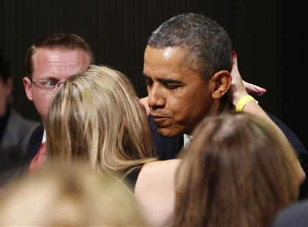 U.S. President Barack Obama kisses a member of the audience as he participates in a Democratic Party fundraiser in San Francisco November 25, 2013. REUTERS/Jason Reed
