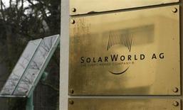 SolarWorld, l'ex-numéro un du secteur de l'énergie solaire en Allemagne, a conclu la reprise de l'une des usines de modules photovoltaïques du groupe Bosch, qui a décidé de se désengager de ce marché après y avoir perdu des milliards d'euros. /Photo d'archives/REUTERS/Ina Fassbender