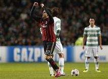 Kaká comemora gol do Milan contra o Celtic nesta terça-feira em Glasgow. REUTERS/Russell Cheyne