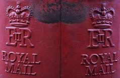 Royal Mail, récemment privatisé par l'Etat britannique, a quasiment doublé son bénéfice d'exploitation du service postal au premier semestre. /Photo d'archives/REUTERS/Stefan Wermuth