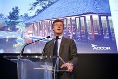 Sébastien Bazin, nouveau PDG d'Accor. Le quatrième groupe hôtelier mondial et numéro un en Europe réorganise ses activités autour de deux pôles, l'un chargé de la gestion des hôtels et l'autre de la propriété immobilière, avec pour ambition de devenir le groupe le plus performant et le plus rentable du secteur. /Photo prise le 27 novembre 2013/REUTERS/Benoît Tessier