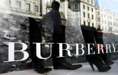 A mannequin is displayed in a window of Burberry's in central London July 15, 2008. Burberry, best known for its camel, red and black check, beat forecasts on Tuesday with a 26 percent rise in first-quarter revenues. REUTERS/Alessia Pierdomenico