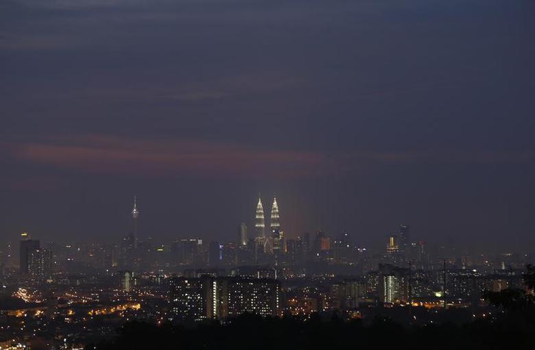 Malaysia's landmark Petronas Twin Towers (C) stands tall in the heart of the capital Kuala Lumpur August 25, 2013. REUTERS/Bazuki Muhammad