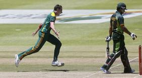 South Africa's Dale Steyn celebrates as he takes the wicket of Pakistan's Mohammad Hafeez during the first One Day international cricket match in Cape Town, November 24, 2013. REUTERS/Mike Hutchings