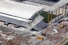 Vista aérea da Arena Corinthians, em São Paulo, onde um guindaste desabou na quarta-feira e matou dois operários da obra. 28/11/2013 REUTERS/Paulo Whitaker