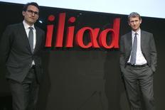 Maxime Lombardini (à droite) directeur général d'Iliad et Thomas Reynaud, directeur financier du groupe. L'opérateur Iliad, maison mère du fournisseur d'accès à internet Free, a obtenu le refinancement d'un crédit syndiqué à hauteur de 1,4 milliard d'euros auprès de 12 banques. /Photo prise le 19 mars 2013/REUTERS/Charles Platiau