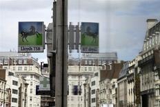 Trois des quatre principales banques britanniques devraient changer de président au cours des deux prochaines années mais elles risquent d'avoir du mal à trouver le dirigeant idéal, selon des chasseurs de têtes et connaisseurs du secteur. De source proche du dossier, Lloyds est sur le point de nommer à sa présidence Norman Blackwell, l'actuel président de sa filiale d'assurance Scottish Widows. /Photo prise le 13 mai 2013/REUTERS/Stefan Wermuth