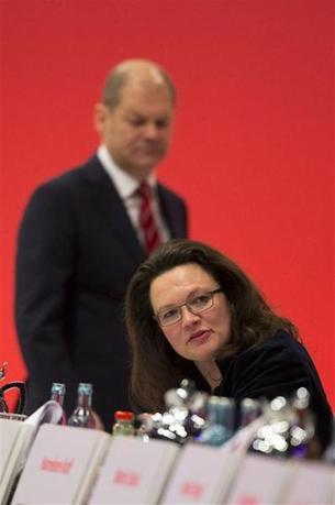Secretary General of the Social Democratic Party (SPD) Andrea Nahles (R)