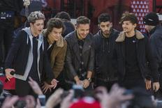Members of the band One Direction, (L-R) Niall Horan, Harry Styles, Liam Payne, Zayn Malik, and Louis Tomlinson, stand together during their performance on ABC's Good Morning America inside Central Park in New York, November 26, 2013. REUTERS/Lucas Jackson