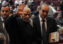 Egyptian poet Ahmed Fouad Negm (2nd R) waves upon his arrival to participate with the Palestinian folk Al Hanouneh troupe in Amman November 29, 2013. REUTERS/Muhammad Hamed