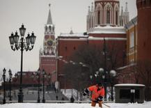 Confrontée à une stagnation des investissements et de la consommation des ménages, la Russie a de nouveau réduit ses prévisions de croissance mardi, et table désormais sur une hausse du produit intérieur brut limitée à 1,4% cette année. /Photo d'archives/REUTERS/Pawel Kopczynski