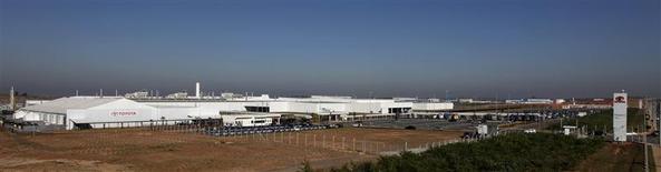 Imagen de achivo de la planta de la firma automotriz Toyota en Sorocabam, Brasil, ago 9 2012. La economía de Brasil sufrió en el tercer trimestre su mayor contracción desde inicios del 2009, nuevamente con un desempeño por debajo de lo esperado a medida que menores inversiones y un incremento en la capacidad ociosa de las fábricas diluyeron un tenue crecimiento. REUTERS/Paulo Whitaker