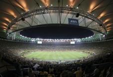 Estádio do Maracanã, que vai receber a final do Mundial-2014, lotado no jogo da decisão da Copa das Confederações em que o Brasil derrotou a Espanha 30/6/2013. REUTERS/Paulo Whitaker