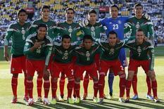 Time do México posa para foto antes de partida das eliminatórias da Copa do Mundo contra a Nova Zelândia, no estádio Westpac, em Wellington 20/11/2013. REUTERS/Anthony Phelps