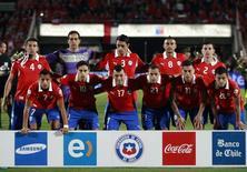 Time do Chile posa antes de partida contra o Equador nas eliminatórias pela Copa-2014 contra o Equador em Santiago 15/10/2013. REUTERS/Ivan Alvarado
