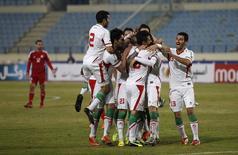 Seleção do Irã comemora após marcar gol contra o Líbano, em 19 de novembro. REUTERS/Mohamed Azakir