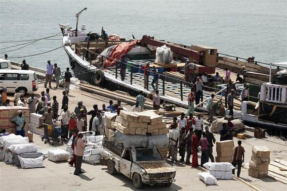 Workers stand at the sea port of the coastal town of Kismayu in southern Somalia in this November 12, 2013 file photo. REUTERS-Siegfried Modola-Files