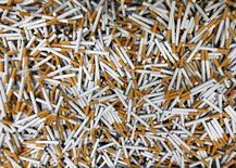 Бракованные сигареты на заводе чешского подразделения Philip Morris в городе Кутна-Гора 28 августа 2012 года. Japan Tobacco Inc и Philip Morris Int покупают по 20 процентов своего эксклюзивного дистрибутора в РФ компанию Мегаполис бизнесмена Игоря Кесаева, которая начиная с 2011 года планировала IPO, но не дождалась подходящих рыночных условий. REUTERS/Petr Josek
