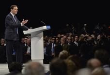 Foto del 30 de septiembre de 2013. El ministro de Finanzas británico, George Osborne, durante la conferencia anual del partido Conservador en Manchester, Inglaterra. El Gobierno británico anunció el jueves la mayor revisión al alza de sus proyecciones oficiales de crecimiento en más de una década, como consecuencia de una sorpresiva recuperación de la economía del Reino Unido. REUTERS/Toby Melville