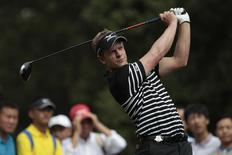 Luke Donald of Britain tees off on the 15th hole during the first round of the WGC-HSBC Champions golf tournament in Shanghai October 31, 2013. REUTERS/Aly Song