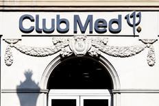 Club Méditerranée affiche une baisse de ses résultats annuels et de ses réservations pour la saison d'hiver sous le double effet de la crise en Europe et dans des destinations prisées comme l'Egypte et la Tunisie. /Photo d'archives/REUTERS/Charles Platiau