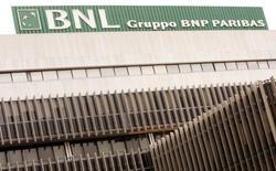Une cour d'appel de Milan a acquitté vendredi l'ancien gouverneur de la Banque d'Italie Antonio Fazo et 12 autres personnes poursuivies dans le dossier de la tentative de rachat de Banca Nazionale del Lavoro (BNL) en 2005. BNL a été rachetée par la suite par le français BNP Paribas. /Photo d'archives/REUTERS/Alessandro Bianchi
