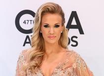 """Cantora norte-americana Carrie Underwood é vista durante premiação de música country, em Nashville, nos EUA. Uma versão ao vivo de """"A Noviça Rebelde"""", estrelada por Underwood e pelo ator Stephen Moyer, movimentou a televisão norte-americana e o Twitter na quinta-feira. 06/11/2013 REUTERS/Eric Henderson"""