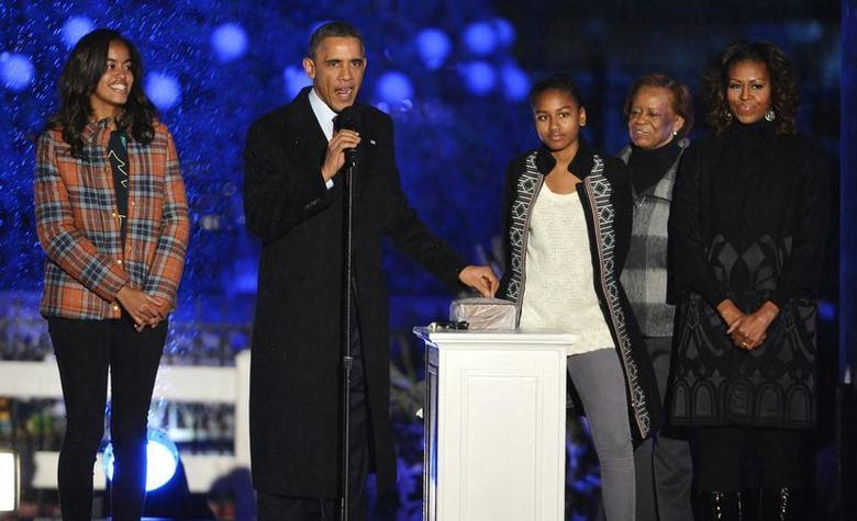 U.S. President Barack Obama prepares to throw the switch as he is joined by First Lady Michelle Obama (R), mother-in-law Marian Robinson (2nd R) and daughters Malia (L) and Sasha at the National Christmas Tree Lighting ceremony on the Ellipse in Washington, December 6, 2013. REUTERS/Mike Theiler