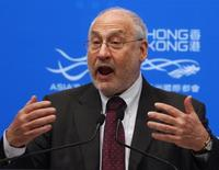 U.S. economist and Nobel Laureate Joseph Stiglitz from Columbia University speaks during a luncheon at the Asian Financial Forum in Hong Kong January 17, 2012. REUTERS/Bobby Yip