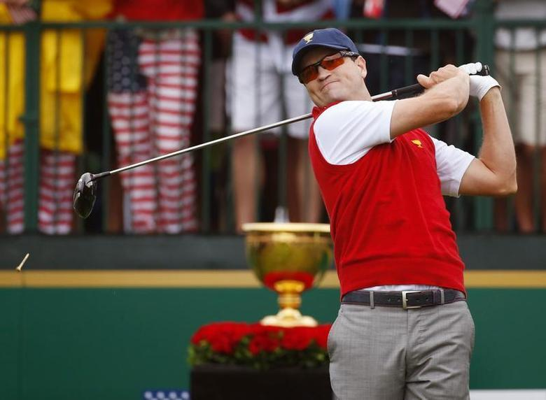 U.S. golfer Zach Johnson tees off during the Singles matches for the 2013 Presidents Cup golf tournament at Muirfield Village Golf Club in Dublin, Ohio October 6, 2013. REUTERS/Jeff Haynes