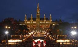 The city hall is pictured behind Christkindlmarkt advent market in Vienna November 29, 2013. REUTERS/Heinz-Peter Bader