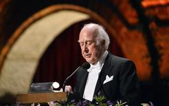 Nobel physics laureate Peter Higgs addresses the traditional Nobel gala banquet at the Stockholm City Hall December 10, 2013. REUTERS/Henrik Montgomery/TT News Agency