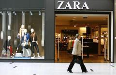 Inditex, maison mère de Zara, affiche un bénéfice inchangé, et conforme aux attentes, sur les neuf premiers mois de l'année, à 1,67 milliard d'euros. /Photo d'archives/REUTERS/Ints Kalnins