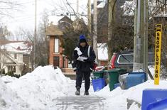 A Canada Post employee delivers mail in Ottawa December 11, 2013. REUTERS/Chris Wattie