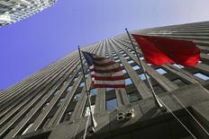 The flags of the U.S. and China hang outside of 85 Broad Street, headquarters for the investment bank Goldman Sachs in New York, October 23, 2008. REUTERS/Brendan McDermid