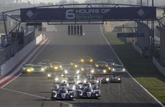 Race cars compete during the start of the final race of the 2013 World Endurance Championship (WEC) Six Hours of Bahrain at the Bahrain International Circuit (BIC) in Sakhir, south of Manama, November 30, 3013. REUTERS/Hamad I Mohammed