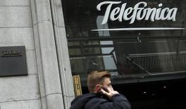 Loja da empresa de telecomunicação espanhola Telefónica, no centro de Madri. Reguladores antitruste da União Europeia abrirão na próxima semana uma investigação ampla sobre a proposta de compra de 8,6 bilhões de euros (11,9 bilhões de dólares) da Telefónica pela unidade alemã da KPN, disseram três pessoas familiarizadas com o assunto nesta quinta-feira. 8/11/2013. REUTERS/Sergio Perez
