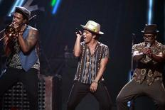 Bruno Mars (C) performs during the iHeartRadio Music Festival in Las Vegas, Nevada September 21, 2013. REUTERS/Steve Marcus
