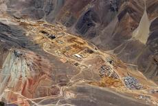 Vista de una planta en construcción de procesamiento de oro para el proyecto Pascua-Lama en la frontera entre Argentina y Chile. Cortesía de Barrick