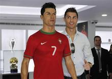 Cristiano Ronaldo, who plays for Real Madrid and Portugal's national soccer team, poses with his statue during the inauguration of his museum in Funchal December 15, 2013. REUTERS/Duarte Sa