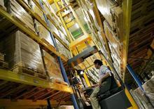 La production industrielle a progressé de 1,1% en novembre aux Etats-Unis, son rythme le plus élevé en un an. /Photo d'archives/REUTERS/Regis Duvignau